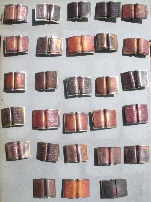 Bookpins-manydscn1272