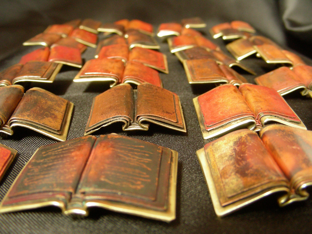 Field_of_book_pins_-_dscn3585